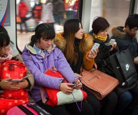En-metro-China-con-Smartphones