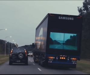 camion con pantalla