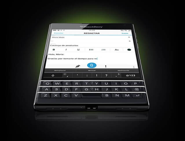 BlackBerry-Passport-oficial-1