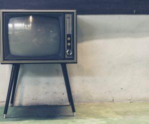 television escuchando