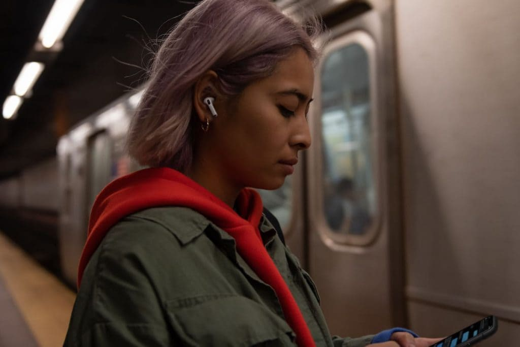 AirPods-Pro-chica-metro